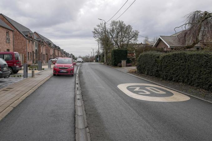 De bewoners van de d'Halluinweg krijgen het verkeer van de omleiding langs hun deur.© (Foto CL)