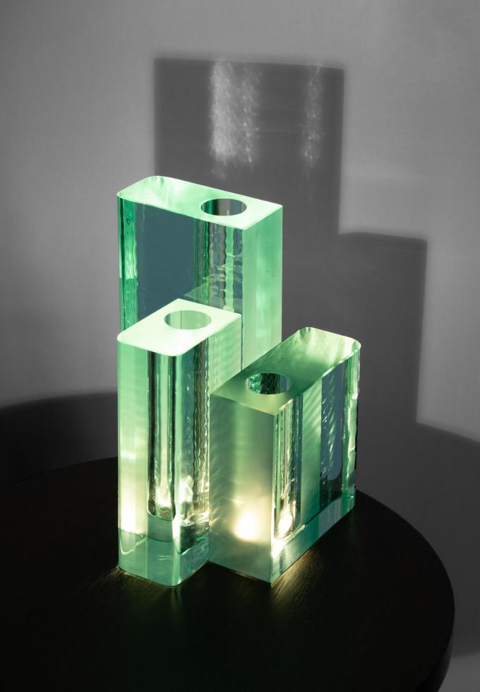 Robuuste vazen 'edu' in watergroen kristal, uit de derde collectie van Ann Demeulemeester voor Serax.© Victor Robyn