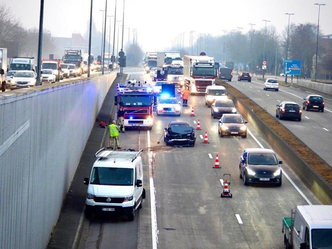 De twee bestuurders raakten lichtgewond.© Jan Van Maele