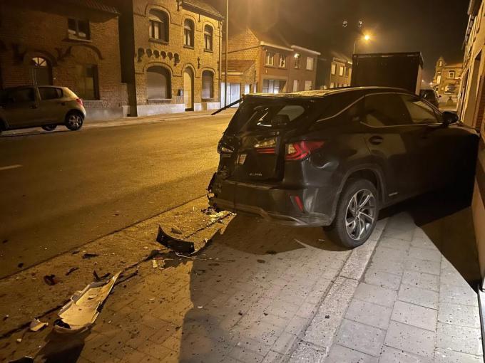 De Lexus van drie jaar oud is volledig vernield.© Jelle Houwen