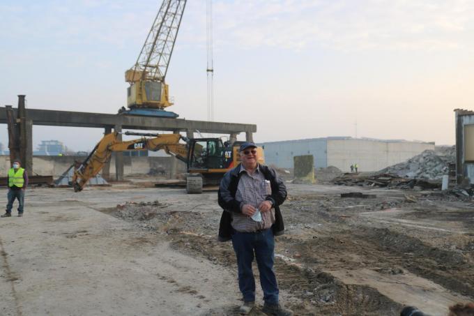 Danny Rollé, technisch directeur bij Gebroeders Traen BV uit Zedelgem, dat de kraan neerhaalt. Danny begon als 15-jarige zijn carrière bij de firma Denecker.©type=