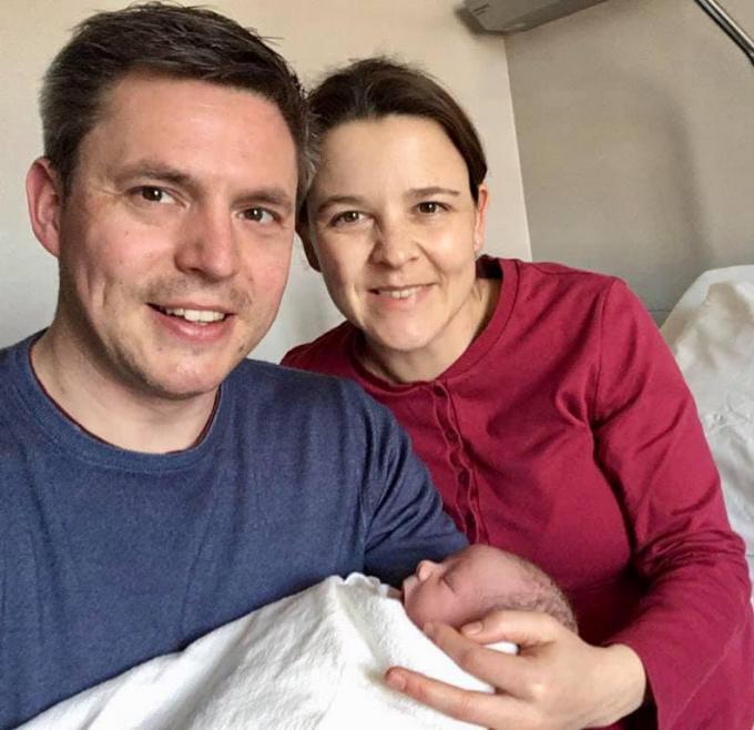 De fiere ouders Bert Verhaeghe en Elke Wybaille met de kleine Emiel© Facebook Bert Verhaeghe
