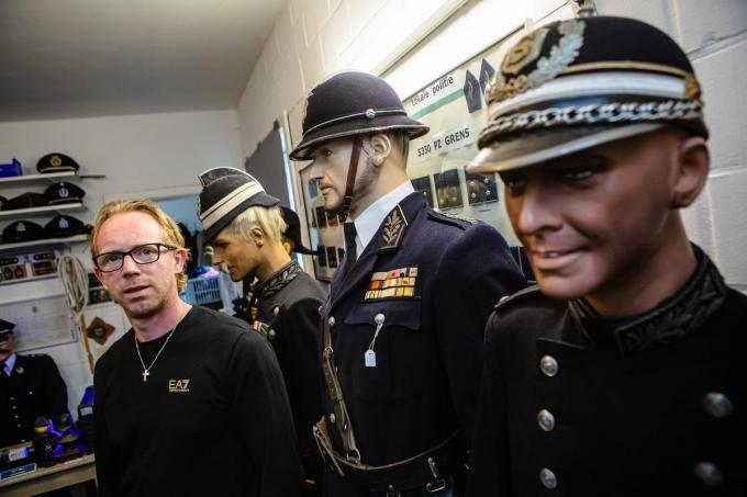 Tony Gilliaert is al sinds zijn jeugd gepassioneerd door uniformen en kepies.© Davy Coghe