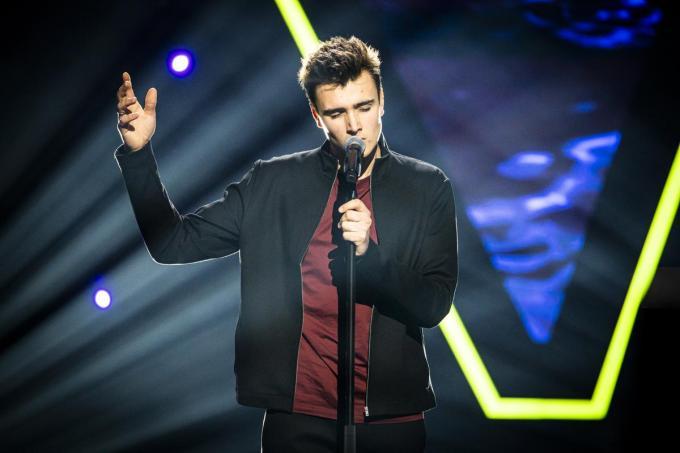 Tobe Vandekerckhove zingt 'Wicked Game' van Chris Isaak.© foto VTM
