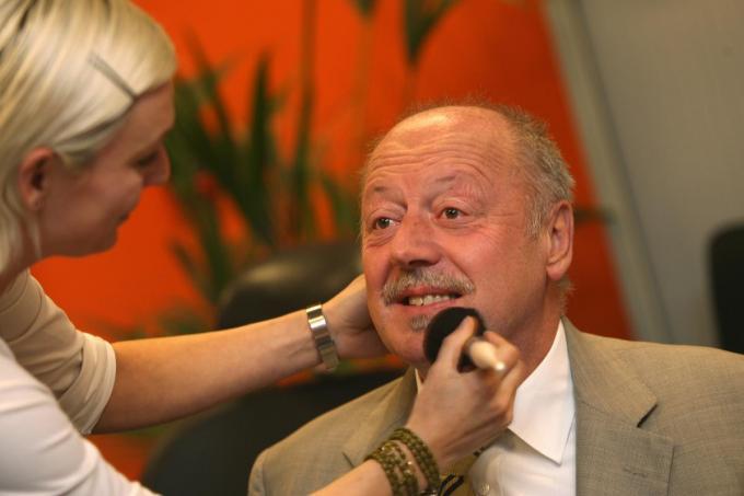 Ex-burgemeester van Brugge Patrick Moenaert kort voor een live-interview op televisie.© Ronny Neirinck