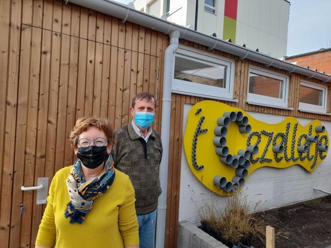 Linda Sticker, bestuurslid en verantwoordelijke van de kringloopwinkel, en Frans Dubois, voorzitter van Welzijnsschakel vzw.