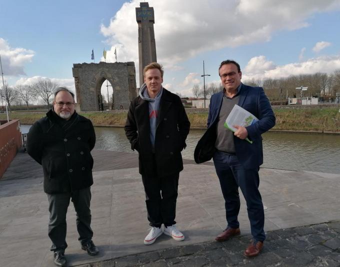 Veurns burgemeester Peter Roose (VeurnePlus), Maxim Veys (Volksvertegenwoordiger Vlaams Parlement voor s.pa) en S.PA-gedeputeerde Jurgen Vanlerberghe.© MVO