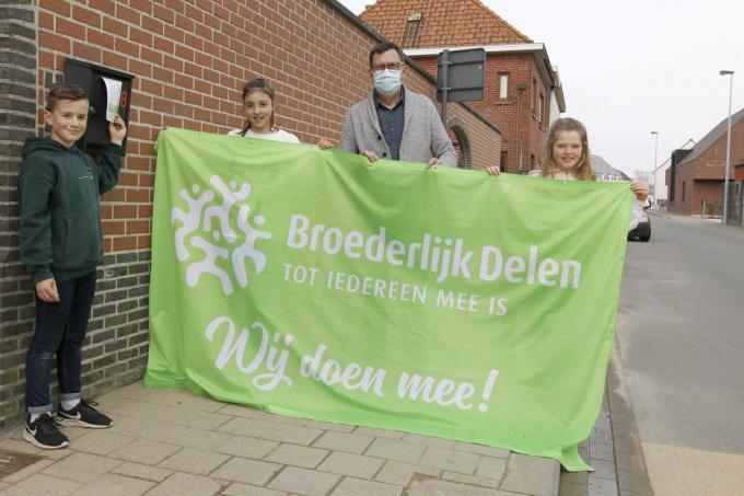 Louis Deceuninck, Tienna Deweerdt, Julie Racon en directeur Marc Vande Walle. (foto Coghe)©GINO COGHE Foto Coghe