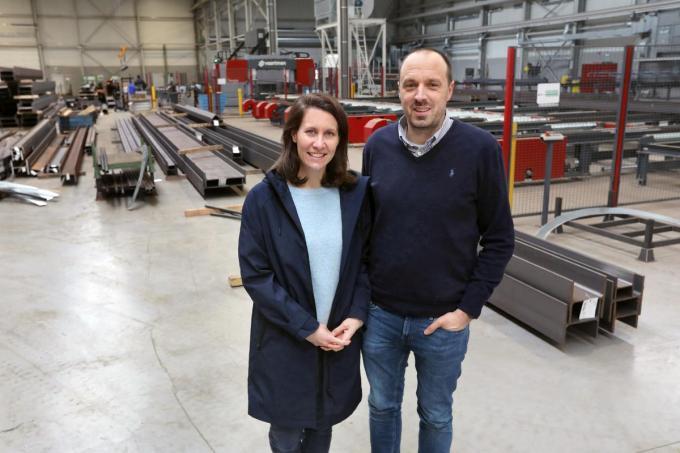 Nele Guilbert en haar man Thomas De Wandeler in de nieuwe, indrukwekkende bedrijfsgebouwen van het bedrijf.©Johan Sabbe