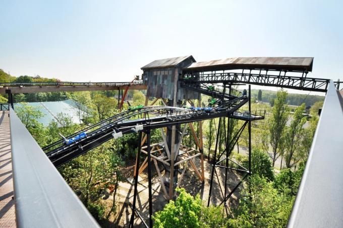 De stalen constructie van de Dawson Duel Rollercoaster in het pretpark Bellewaerde, waarvan een deeltje op de foto, werd door De Wandeler gemaakt.©JS