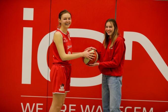 Pauline (links) en Alix Bayart (rechts) zijn twee jonge groeibriljanten in het team van ION Waregem.©ELD