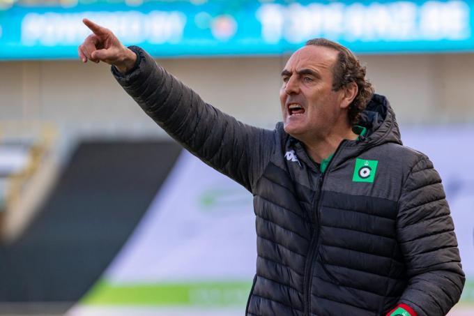 """""""We hopen na onze zeven op negen opnieuw punten te pakken. Elk punt telt en helpt om ons te kunnen redden"""", klinkt trainer Yves Vanderhaeghe.© Belga"""