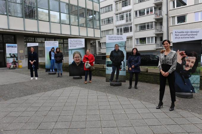 Schepenen Silke Beirens en Hina Bhatti samen met Melanie Thibout, Hannah Moens en Stephie Segers.© GLO