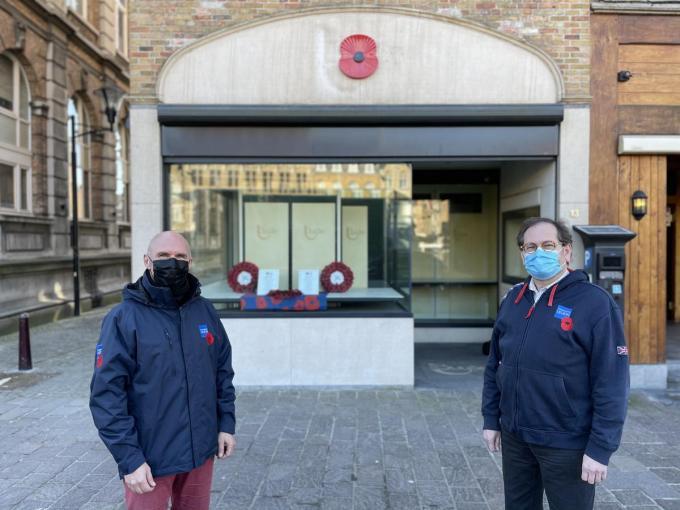 De winkel werd bemand door vrijwilligers van de Royal British Legion.© TP