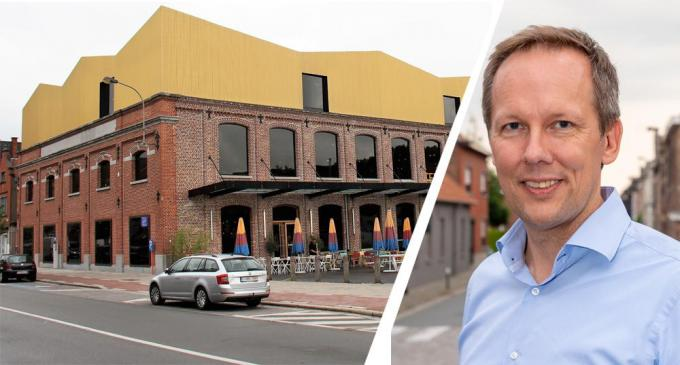 Benjamin Vandorpe (CD&V) klaagt de hoge kosten voor de geschrapte parking Texture aan.© a-JVGK