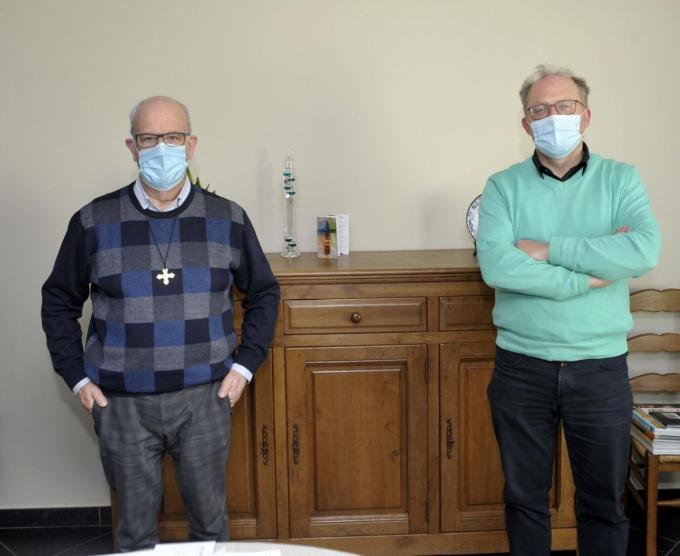 Pastoor Ludwig Dubaere (links) en Filip Spriet, teamlid in de beleidsploeg Sint-Amand.©FODI FODI