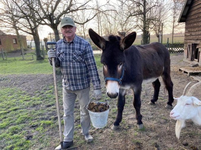 Piet Ternest met ezel Berry en zijn gouden mest.