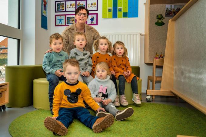 Het is even wennen voor juf Karla met drie tweelingen in de klas.©luc cassiman Luc Cassiman