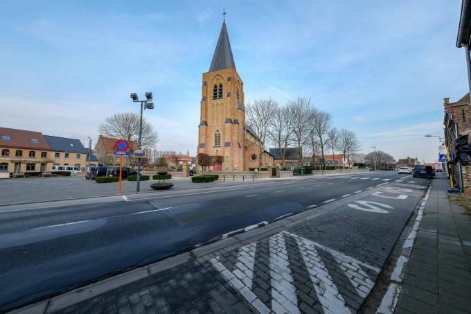 In de kerk van Sint-Pieterskapelle zal werk van Nick Ervinck te zien zijn.© Luc Cassiman