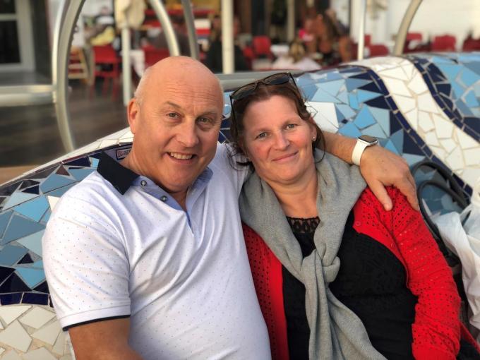 De 59-jarige Joris Deconinck, hier samen met zijn echtgenote Ann Delbeke, bezweek aan de gevolgen van het coronavirus.© gf