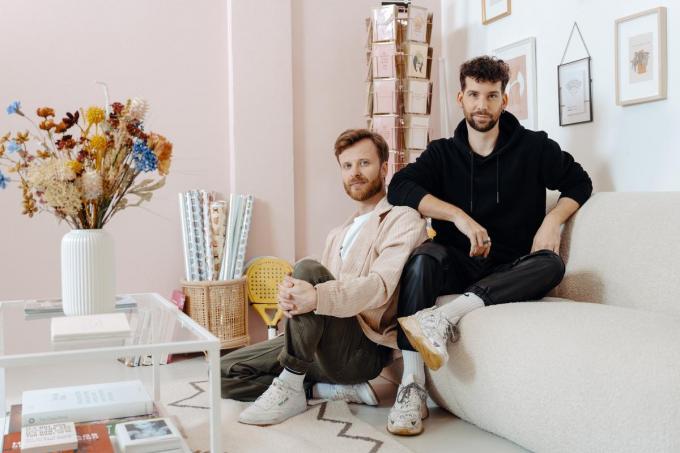 """Timo en Lars: """"We zijn allebei altijd al geïnteresseerd in wat reilt en zeilt in de wereld en spelen daar graag op in."""" (Foto's Damon De Backer)"""