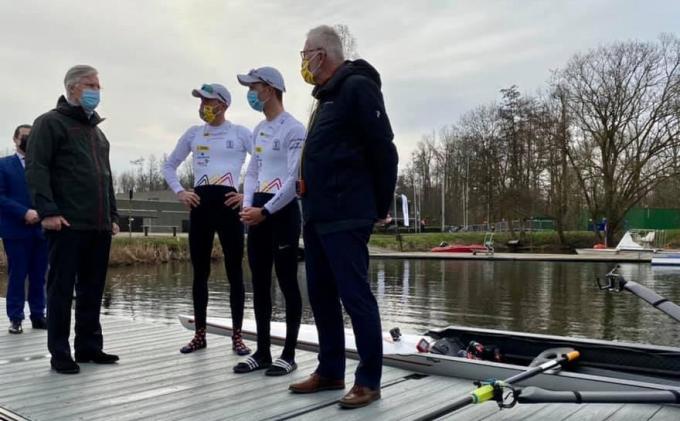 Koning Filip stak de roeiers en bij uitbreiding alle olympische atleten een hart onder de riem.© Facebook/Belgische Monarchie