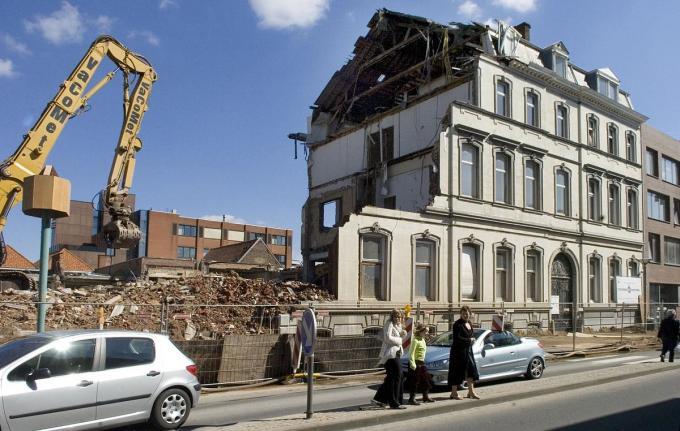 De Bank van Roeselare werd afgebroken in april 2007.© SBR