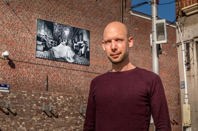 Bart Gielen koos voor een houtskooltekening op papier uit 2016.©Wouter Meeus foto WME