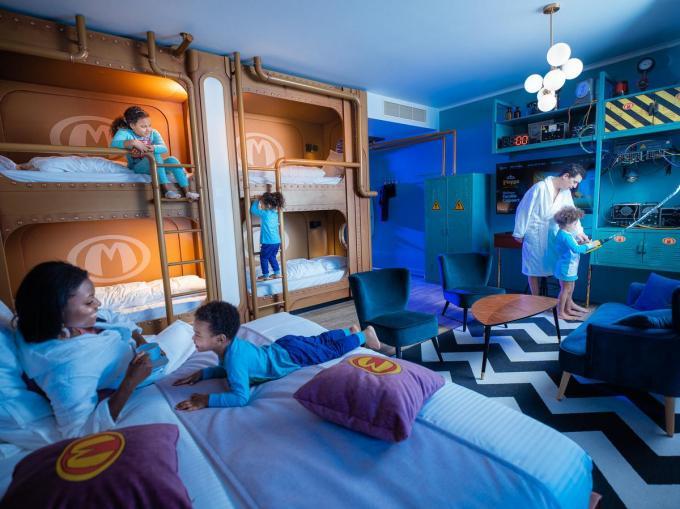 Het Plopsa Hotel telt 11 themasuites, zoals deze rond Mega Mindy.©Kris Van de Sande