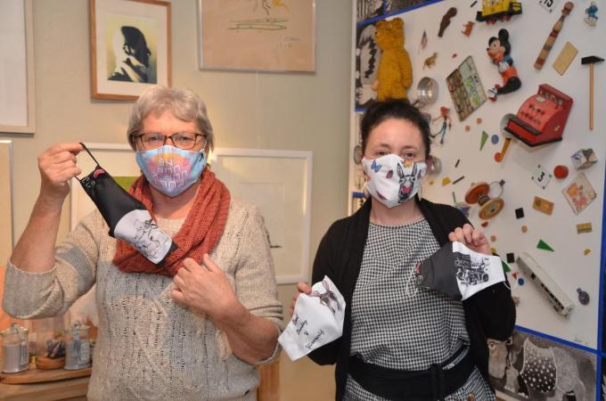 Anne De Meester (links) en kunstenares Julie De Bleeckere (rechts) willen kansarme kinderen helpen (BRU)© BRU