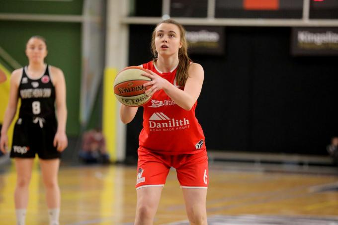 Emma Vindevogel ION Basket Waregem tijdens de wedstrijd tegen SKW (EL)©ELD
