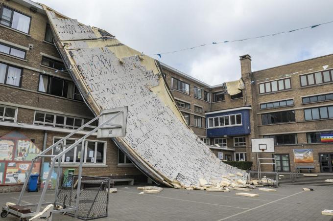 In Barnum hopen ze de 'flap' zo snel mogelijk te verwijderen, dan kan het gebouw en de speelplaats opnieuw gebruikt worden.© (Foto SB)