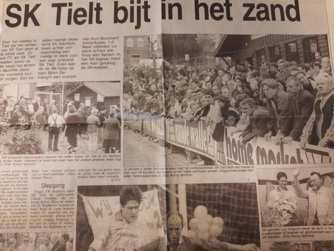 Een knipsel uit het fotoboek van de ouders van Claude Verbeke. SK Tielt beet - zonder Claude Verbeke - in het zand in de eindronde. Op de foto's zie je ook de massa volk die in Tielt was opgedaagd.