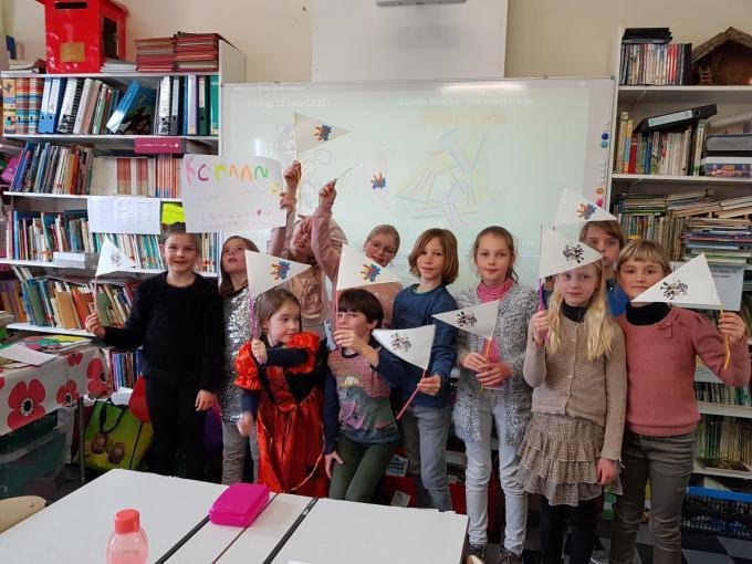 De kinderen supporterden voor hun klasgenootjes tijdens de finale.© LB