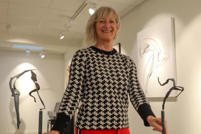 Martine Vyvey tussen haar kunstwerken.© PM