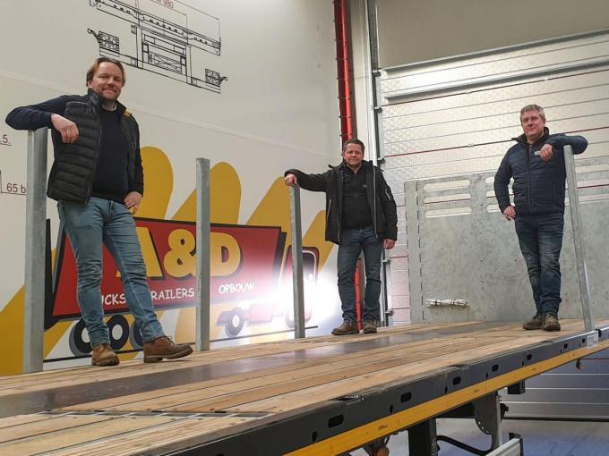 Christ Vandamme (zaakvoerder A&D Trucks & Trailers), Stefaan Crombez (zaakvoerder Alumac) en David Douterloigne (filiaalverantwoordelijke Alumac Doornik). (foto CLL)