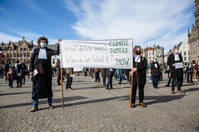 De betogers dosten zich uit als advocaten.©Davy Coghe Davy Coghe