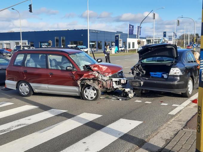 De schade aan beide voertuigen is aanzienlijk.© Bert Feys