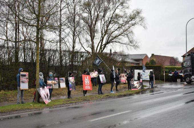 Animal Rights voerde actie aan Debra-Meat tegen de uitbreidingsplannen.© foto TVW