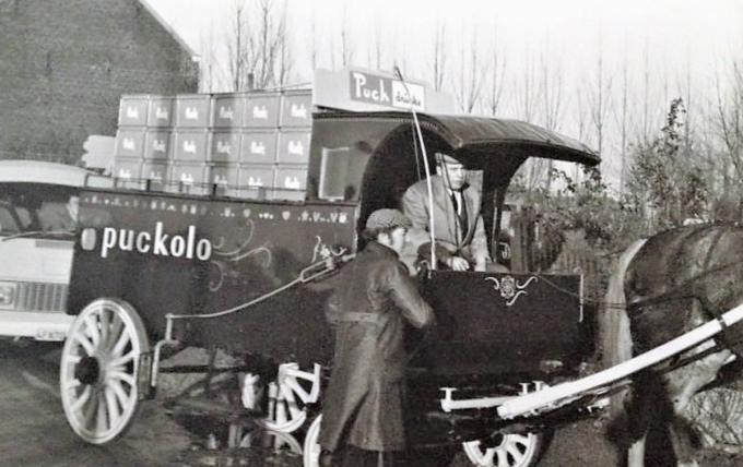 Uit de tijd dat de Puckolo-limonade nog deels met paard en wagen geleverd werd.© gf