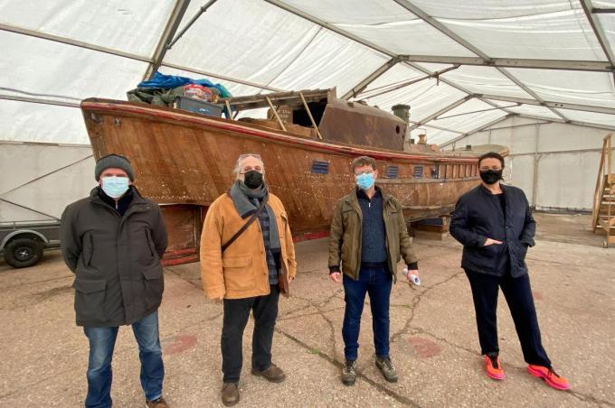 Voor de Waton, voorlopig nog in een tent, poseren v.l.n.r. vrijwilligers van Restart Eugeen Evers, Enrico Ricciolini, Danny Drooghenbroodt en Leyla Fisher.©Peter MAENHOUDT