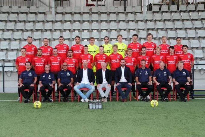 Het eerste elftal van Mandel United in het seizoen 2020-2021. Volgend seizoen hoopt de eerste ploeg in Harelbeke te spelen.©VDB / Bart Vandenbroucke VDB