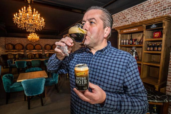 Frédéric Boulez presenteert de collectie 'nitro-bieren' in het Bierkasteel.© Frank Meurisse