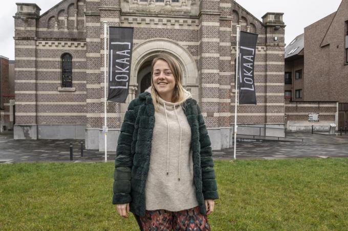 """Lotte Geertsen volgt Melanie Vanstaen op als marktverantwoordelijke van Lokaal in Roeselare: """"Het sluit perfect aan bij mijn bijberoep als voedingsdeskundige.""""© Stefaan Beel"""