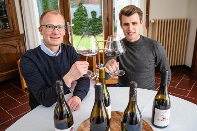 Benoît Couderé en Dries Cornillie hebben samen meer dan 35 jaar ervaring in de wijnbusiness.© Davy Coghe