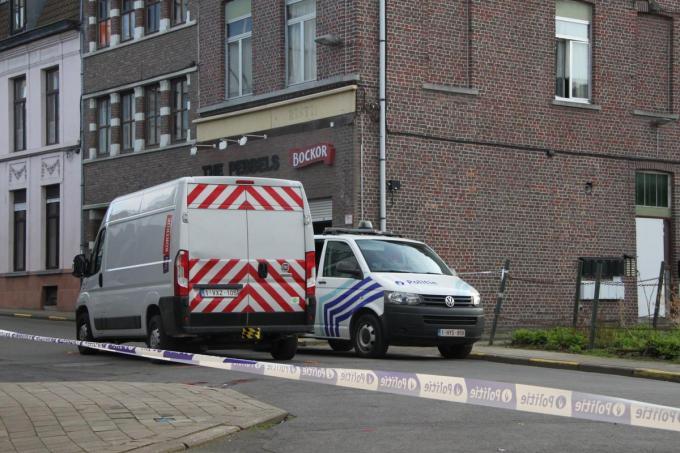 De bejaarde man werd geraakt door de linkerachterkant van de bestelwagen en viel op de grond.© LSi