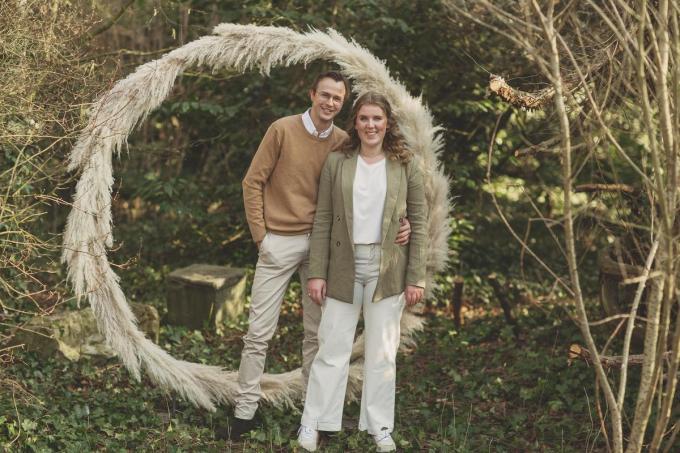 Laura en haar vriend Maxim zijn succesvol met hun bedrijf in droogboeketten.© (foto JT)
