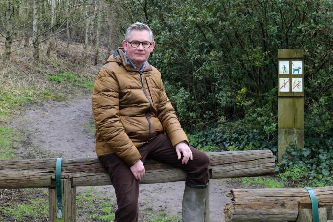 Milieuambtenaar Jacky Dereu aan het stadsrandbos.© Peter Maenhoudt