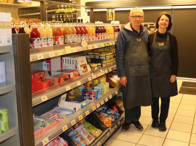 Na 25 jaar runnen Ingmar en Ingrid nog steeds met passie hun delicatessenwinkel langs de Oude Bruggestraat.© KDV