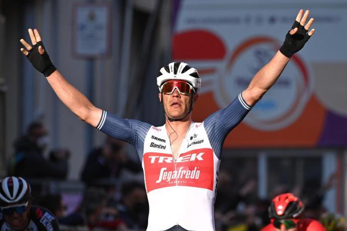 Een dolgelukkige Jasper Stuyven wint de 112de Milaan-Sanremo.©Marco Alpozzi - LaPresse LAPRESSE